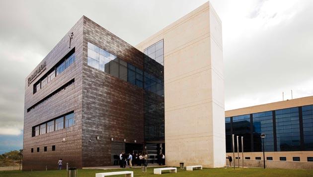 Lugar donde se realizará el programa, el edificio INVATTUR  en Benidorm.